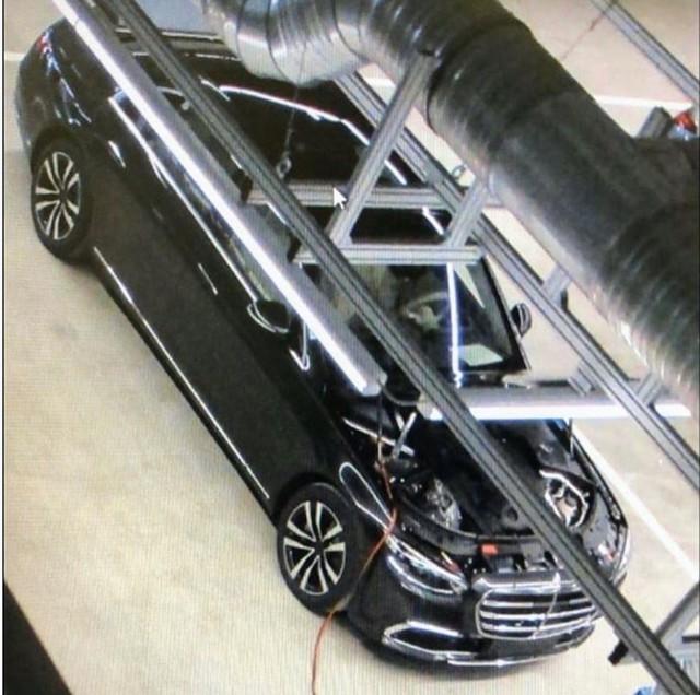 Mercedes-Benz S-Class mới lần đầu lộ diện trong nhà máy nhưng trang bị bên trong mới đáng chú ý - Ảnh 1.