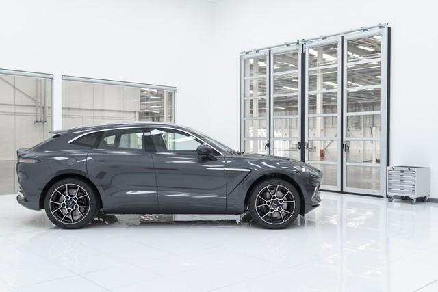 Aston Martin DBX sắp về Việt Nam - SUV mang động cơ siêu xe, giá từ gần 20 tỷ đồng ngang Lamborghini Urus - Ảnh 4.