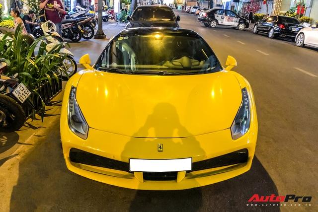 Thiếu gia 1997 Phan Hoàng cầm lái Ferrari 488 GTB sau thời gian dài ở ẩn khiến cả phố Sài Gòn náo động - Ảnh 2.