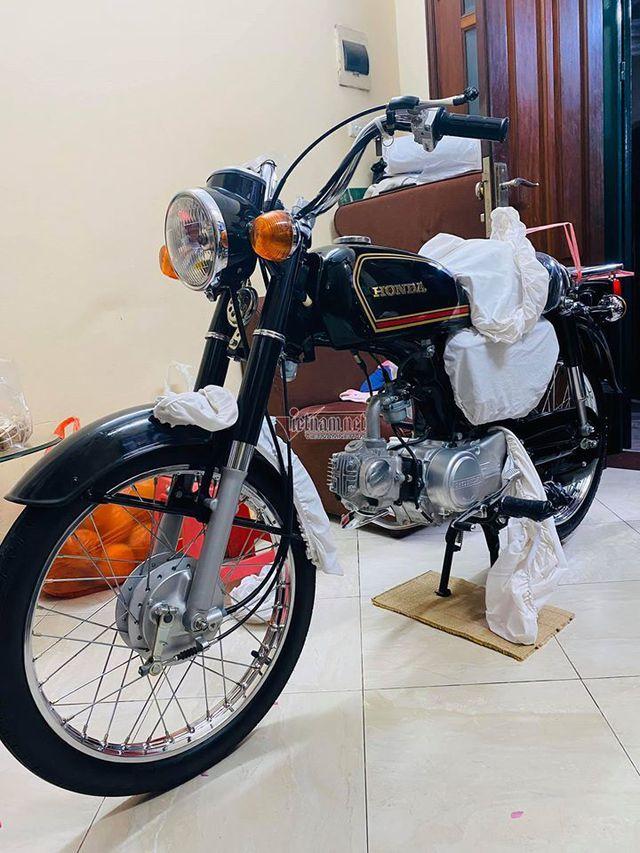 Xe máy Honda CD50 43 năm tuổi chưa từng đổ xăng 800 triệu - Ảnh 1.