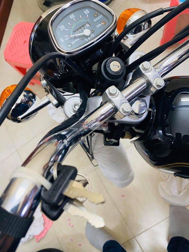 Xe máy Honda CD50 43 năm tuổi chưa từng đổ xăng 800 triệu - Ảnh 2.