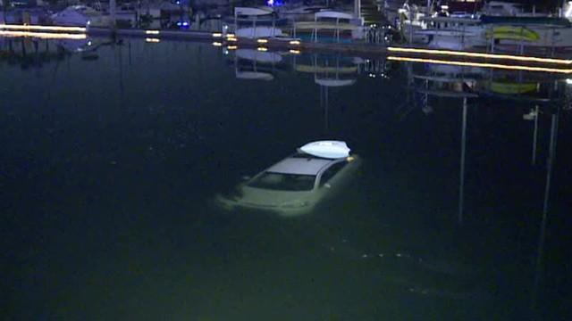 Nữ tài xế nghi say rượu lái ô tô xuống hồ - Ảnh 2.