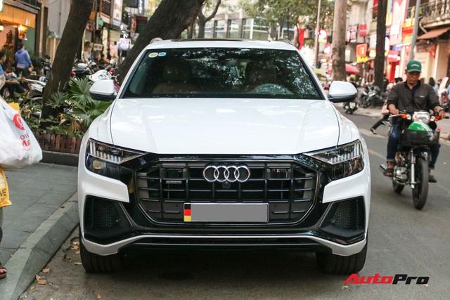 Cất siêu xe, chồng Diệp Lâm Anh xuống phố với Audi Q8 được trang bị gói phụ kiện ngàn USD - Ảnh 2.