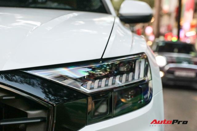 Cất siêu xe, chồng Diệp Lâm Anh xuống phố với Audi Q8 được trang bị gói phụ kiện ngàn USD - Ảnh 4.