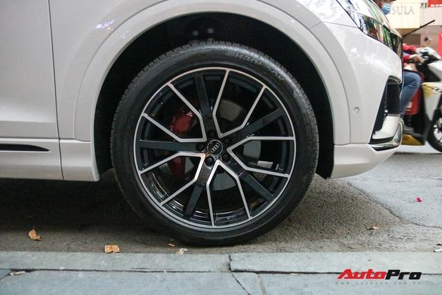 Cất siêu xe, chồng Diệp Lâm Anh xuống phố với Audi Q8 được trang bị gói phụ kiện ngàn USD - Ảnh 6.