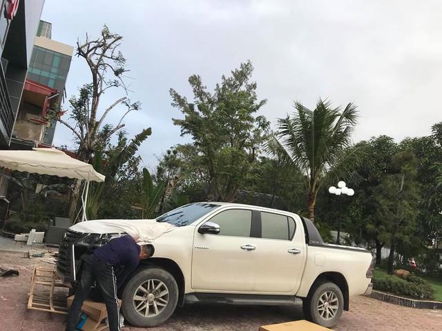 Dân chơi Hà Tĩnh lột xác Toyota Hilux thành bán tải 'Lexus LX 570' có một không hai tại Việt Nam - Ảnh 3.