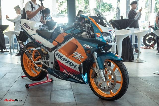 Biker Sài Gòn lột xác huyền thoại Honda NSR 150 cũ kỹ từ vài chục triệu thành bản độ hơn 200 triệu đồng nức lòng dân chơi Việt - Ảnh 2.