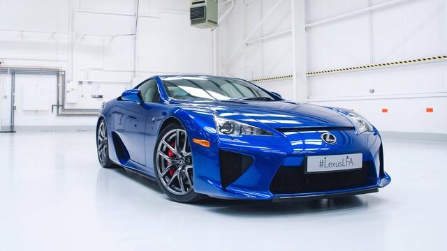 Lexus bán xe kỷ lục năm 2019 nhưng mới bằng 1/3 BMW và Mercedes-Benz - Ảnh 1.
