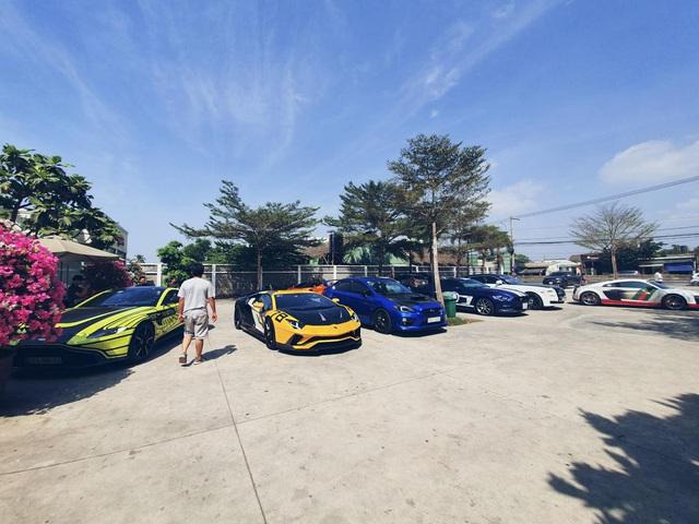 Doanh nhân Nguyễn Quốc Cường tụ họp cùng dàn siêu xe trăm tỷ tham gia tiệc cuối năm của Car Passion - Ảnh 4.