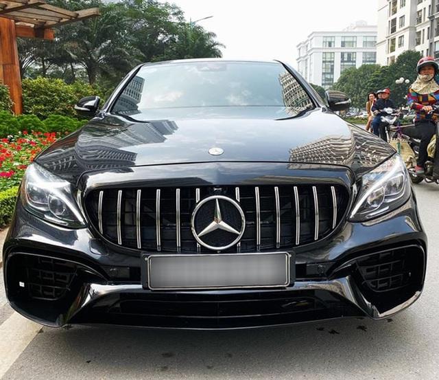 Mercedes-Benz C250 AMG độ full bodykit E63 AMG được rao bán với giá rẻ hơn Toyota Camry 2.5Q - Ảnh 1.