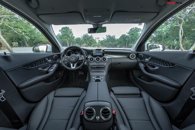 Cần đổi SUV chạy Tết, chủ nhân Mercedes-Benz C200 bán xe sau 1.600 km với giá đắt hơn VinFast Lux A2.0 gần 100 triệu đồng - Ảnh 4.