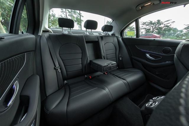 Cần đổi SUV chạy Tết, chủ nhân Mercedes-Benz C200 bán xe sau 1.600 km với giá đắt hơn VinFast Lux A2.0 gần 100 triệu đồng - Ảnh 8.