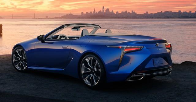 Toyota bị phạt vì bán phá giá xe Lexus - Ảnh 1.