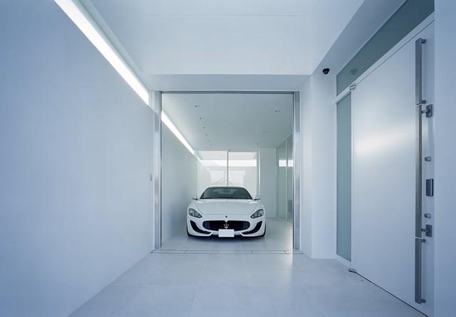 Biệt thự siêu xe cho đại gia thích giấu của: Che tất mặt tiền nhưng lộ trọn vẹn Maserati GranTurismo - Ảnh 2.