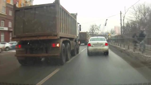 Những điều cấm kỵ khi lái xe để giữ tính mạng an toàn - Ảnh 3.