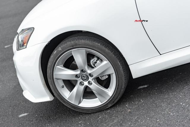 Lột xác nhờ thay đổi nhỏ, Lexus IS250C có giá bán lại 1,2 tỷ đồng sau 9 năm tuổi - Ảnh 2.