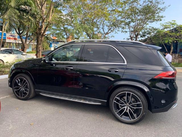 Mercedes-Benz GLE 350 2020 đầu tiên về Việt Nam với nhiều trang bị 'xa xỉ', giá gần 6,4 tỷ đồng cho người chịu chơi - Ảnh 1.