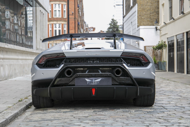 Rộ tin Lamborghini Huracan Performante đã về Việt Nam với giá không dưới 33 tỷ đồng - Ảnh 3.
