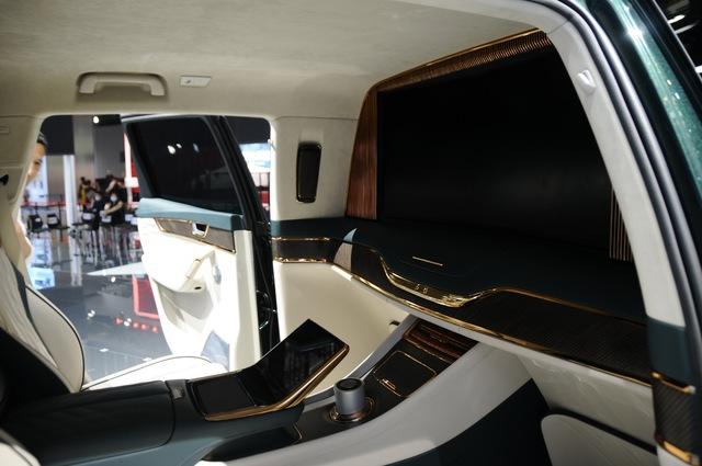 Ra mắt Maybach S-Class kéo dài của Trung Quốc Hongqi H9+: Pha trộn cả Mercedes, Bentley và Rolls-Royce - Ảnh 7.