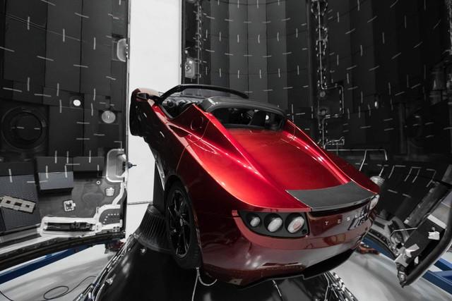 Đã tiến sát sao Hỏa, nhưng siêu xe điện của Tesla vẫn trễ hẹn với khách hàng - Ảnh 1.