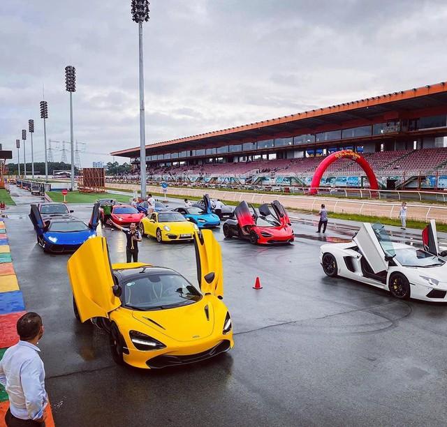 Evo Team hội ngộ tại trường đua Đại Nam dịp cuối tuần, dàn xe đầy sắc màu gây sự chú ý lớn - Ảnh 1.