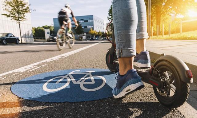 Giảm ách tắc giao thông bằng cách thu hẹp làn đường ô tô: Liệu có khả thi? - Ảnh 1.