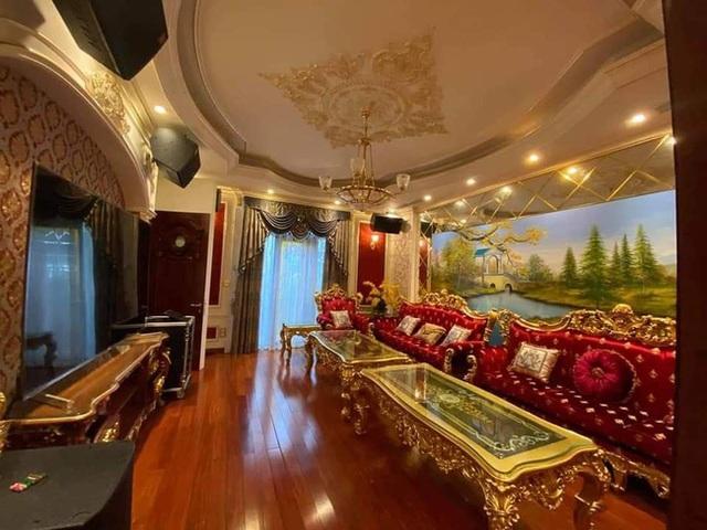Choáng với đám cưới trong lâu đài dát vàng tại Tuyên Quang, đón dâu bằng xe Rolls Royce chiếm ngay spotlight trên mạng xã hội - Ảnh 3.