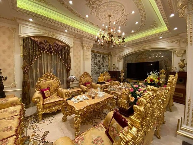 Choáng với đám cưới trong lâu đài dát vàng tại Tuyên Quang, đón dâu bằng xe Rolls Royce chiếm ngay spotlight trên mạng xã hội - Ảnh 5.