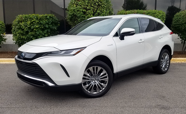 Toyota Venza 2021 nhập tư tiếp tục chào hàng nhà giàu Việt với 2 phiên bản, giá đắt hơn Lexus RX - Ảnh 1.