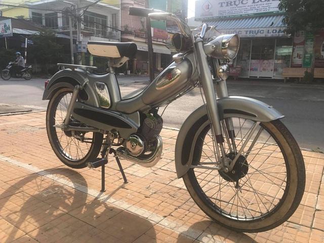 Người đàn ông hồi sinh hàng trăm chiếc xe cổ ở Sài Gòn: Với xe cổ, mỗi ngày ta nhâm nhi một tí, không nóng vội được
