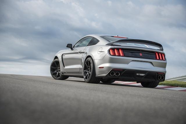 Ford ngừng sản xuất Mustang Shelby GT350 và GT350R - Ảnh 1.