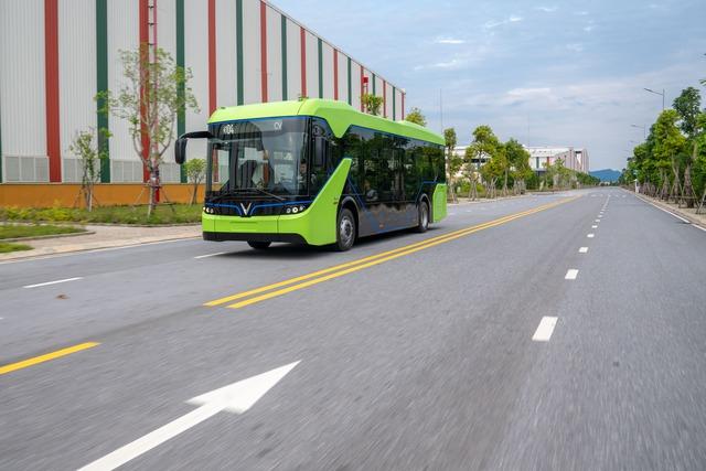 VinFast công bố xe buýt điện đầu tiên: Sạc đầy 2 tiếng, đi được 220-260 km, wifi, giá vé 3.000-10.000 đồng/lượt - Ảnh 5.