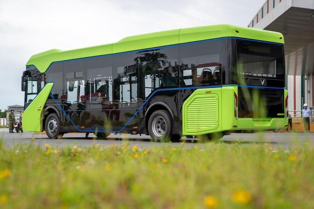 VinFast công bố xe buýt điện đầu tiên: Sạc đầy 2 tiếng, đi được 220-260 km, wifi, giá vé 3.000-10.000 đồng/lượt - Ảnh 3.