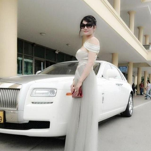 Những nữ doanh nhân chơi xe khủng tại Việt Nam: Người sắm cả dàn siêu xe, người chỉ mê lái mô tô bạc tỷ - Ảnh 3.