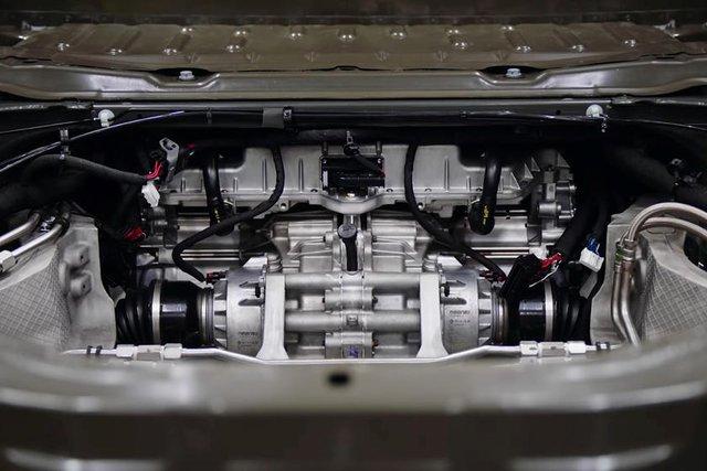 7 tính năng hot trên GMC Hummer EV: Có khả năng bò ngang như cua - Ảnh 1.