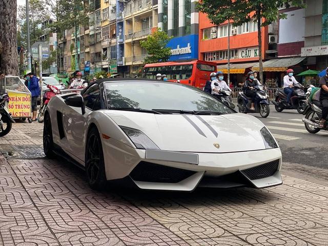 Lamborghini Gallardo LP570-4 Performante mui trần độc nhất Việt Nam cập bến đại lý siêu xe tư nhân đình đám số 1 Sài Gòn - Ảnh 2.