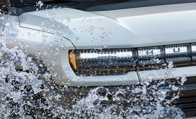 Đèn pha hiển thị sạc pin và 6 bí mật thú vị ẩn giấu trên GMC Hummer mới - Ảnh 5.