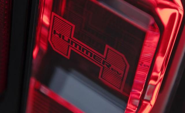 Đèn pha hiển thị sạc pin và 6 bí mật thú vị ẩn giấu trên GMC Hummer mới - Ảnh 6.