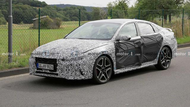 Hyundai Elantra bản hiệu suất cao khoe tốc độ khủng trên cao tốc - Ảnh 1.