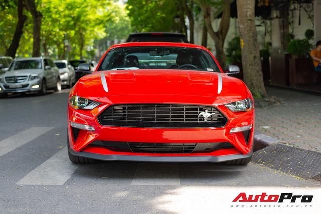 Ford Mustang High Performance kỷ niệm 55 năm hàng độc lăn bánh ra phố, kính lái tiết lộ tình trạng xe - Ảnh 2.