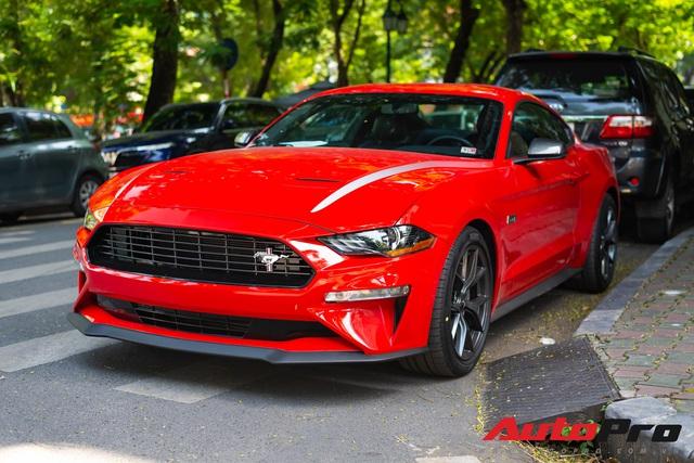 Ford Mustang High Performance kỷ niệm 55 năm hàng độc lăn bánh ra phố, kính lái tiết lộ tình trạng xe - Ảnh 1.