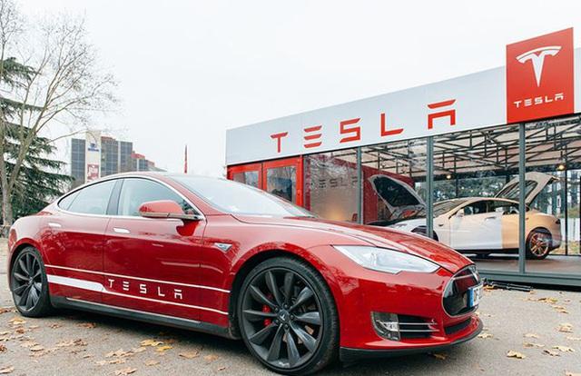 Tesla bất ngờ phải thu hồi gần 50.000 xe tại Trung Quốc, hoạt động kinh doanh bị cản trở, cổ phiếu rớt giá - Ảnh 1.