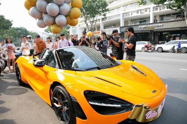 Nữ ca sĩ Đoàn Di Băng được chồng tặng hẳn siêu xe McLaren 720S Spider, không quên đề cập tới chuyện thiện nguyện tại thời điểm này - Ảnh 9.