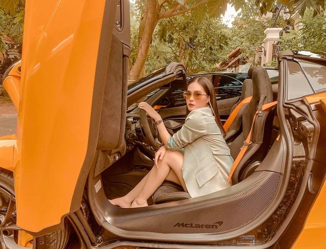 Nữ ca sĩ Đoàn Di Băng được chồng tặng hẳn siêu xe McLaren 720S Spider, không quên đề cập tới chuyện thiện nguyện tại thời điểm này - Ảnh 1.