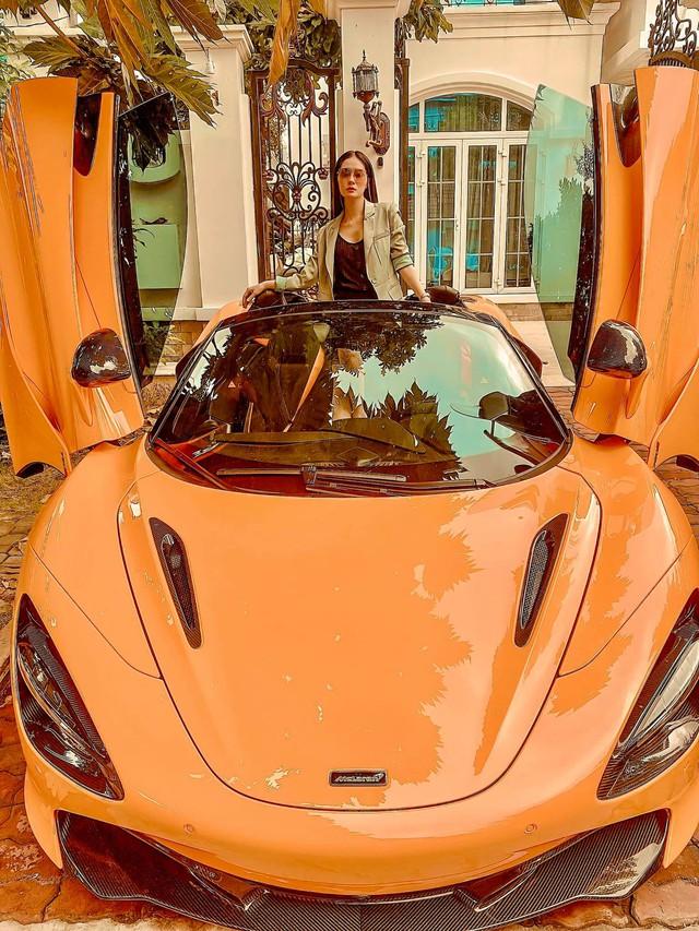 Nữ ca sĩ Đoàn Di Băng được chồng tặng hẳn siêu xe McLaren 720S Spider, không quên đề cập tới chuyện thiện nguyện tại thời điểm này - Ảnh 4.