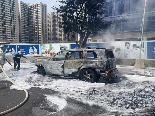 SUV Mercedes-Benz cháy trơ khung tại Hà Nội, nối dài năm hạn của xe sang tại Việt Nam - Ảnh 5.