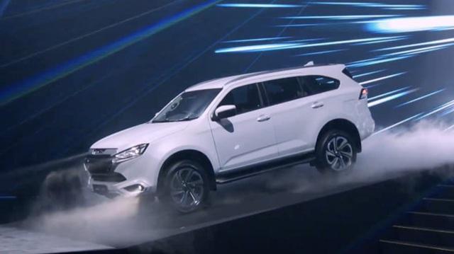 Vén màn Isuzu mu-X thế hệ mới: SUV 7 chỗ lột xác từ trong ra ngoài, đấu Toyota Fortuner