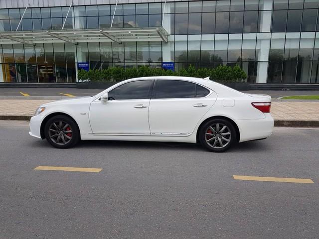 Kì công nâng cấp diện mạo, Lexus LS 460L vẫn bán lại rẻ hơn đàn em Toyota Camry 2020 - Ảnh 2.