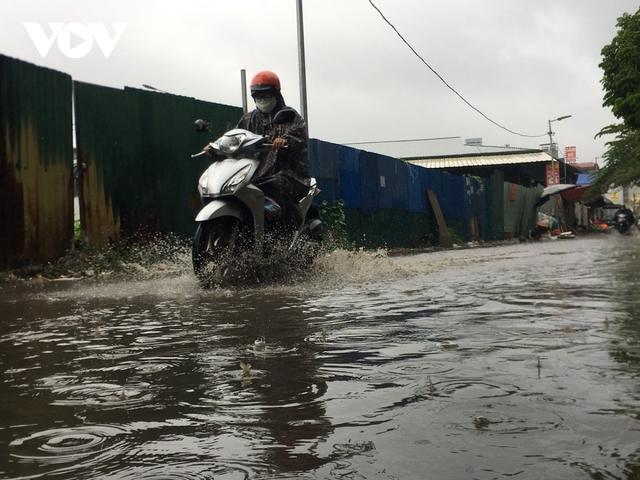 Đi xe máy mùa mưa bão cần lưu ý điều gì?  - Ảnh 2.