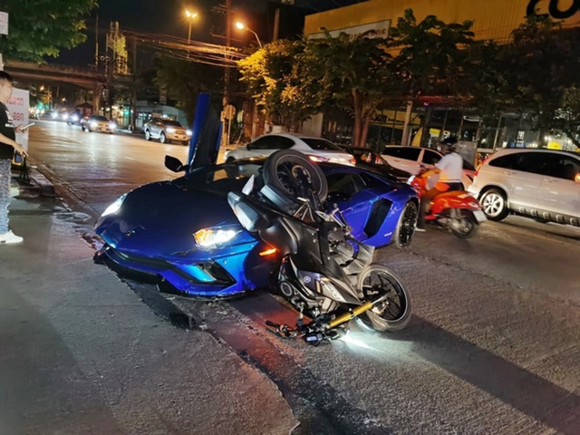Cận cảnh Lamborghini Aventador S 25,6 tỷ bị xe máy tông méo trong đêm dịp Trung Thu  - Ảnh 4.